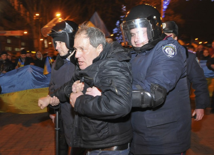 Police detain a pro-Russian demonstrator during clashes with participants of an anti-war rally in Donetsk on March 5, 2014. (REUTERS/Mikhail Maslovsky)