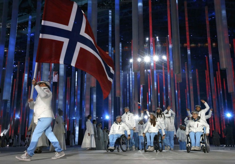 Norway's flag-bearer Mariann Marthinsen (Left), leads his country's contingent during the opening ceremony of the 2014 Paralympic Winter Games in Sochi, March 7, 2014. (Alexander Demianchuk/Reuters photo)