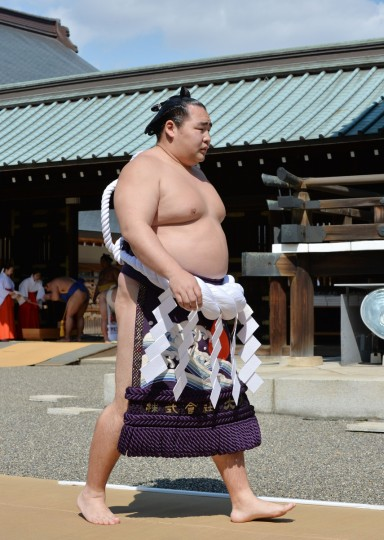"Mongolian-born yokozuna Kakuryu attends a traditional Shinto ceremony at Yasukuni shrine in Tokyo on April 4, 2014. Sumo wrestlers took part in a ""honozumo"", a ceremonial one-day exhibition for hundreds of spectators held within the shrine's precincts. (Kazuhiro Nogi/Getty images)"