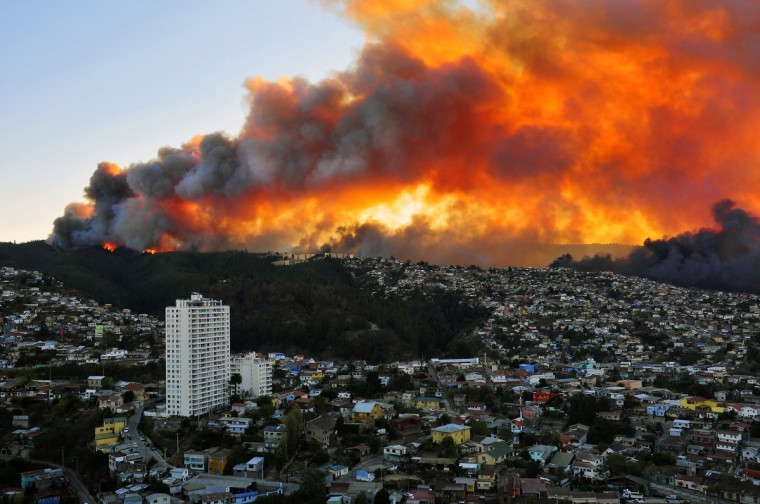 View of houses in flames during a fire in Valparaiso, 110 km west of Santiago, Chile. Authorities decreed a red alert for the area after the fire consumed more than 100 houses. (Alberto Miranda/Getty Images)