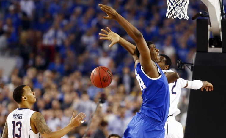 Kentucky Wildcats center Dakari Johnson (44) loses control of the ball under pressure from Connecticut Huskies forward DeAndre Daniels (2)
