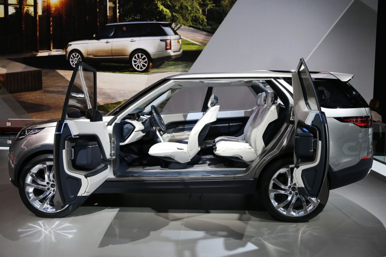 The 2015 Land Rover Discovery Vision Concept is seen on display after it was unveiled at the New York International Auto Show in New York City, April 16, 2014. (REUTERS/Mike Segar)