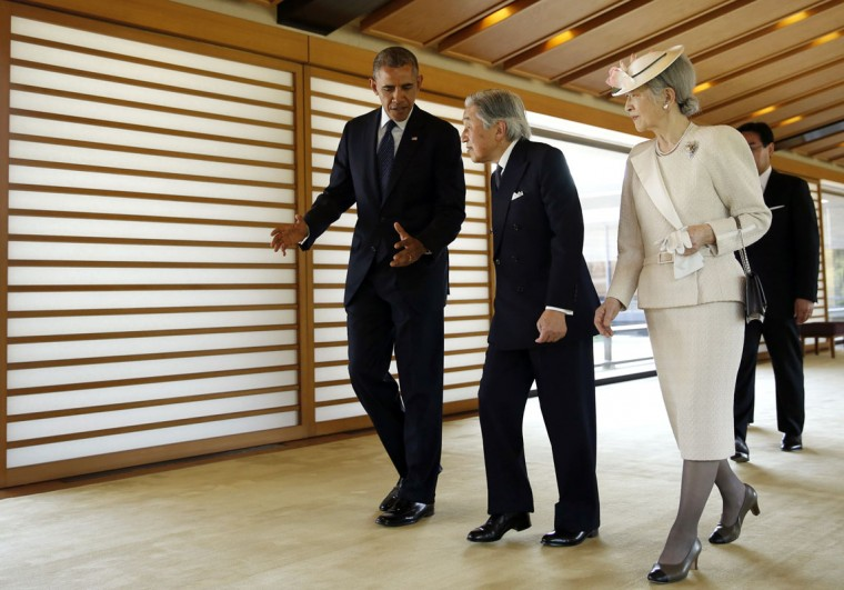 U.S. President Barack Obama (L) talks with Japan's Emperor Akihito (C) and Empress Michiko as they walk in the Imperial Palace in Tokyo April 24, 2014. Obama will use a state visit to Japan on Thursday to try to reassure Asian allies of his commitment to ramping up U.S. engagement in the region, despite Chinese complaints that his real aim is to contain Beijing's rise. (REUTERS/Toru Hanai)