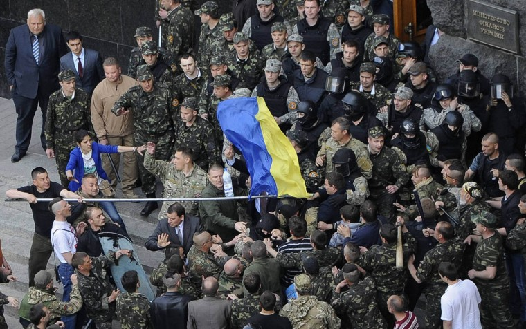 Members of Ukraine's State Security Administration (top) clash with members of the Euromaidan movement's self-defence units during a rally outside the cabinet of ministers building in Kiev. (Andrew Kravchenko/Reuters photo)