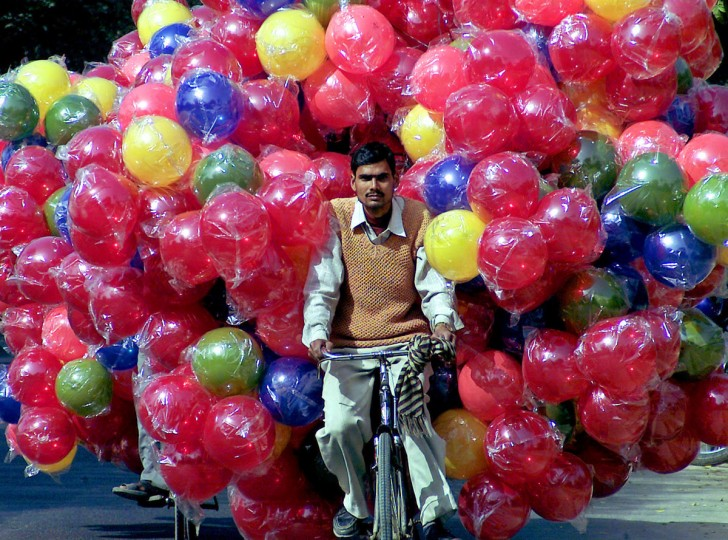 An Indian man carries plastic balls on his bicycle in the northern Indian city of Lucknow on February 16, 2006. (REUTERS/Pawan Kumar)