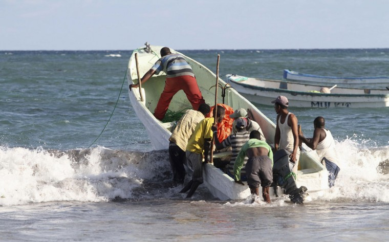 Fishermen evacuate their boat from the Indian Ocean following a tsunami warning in Somalia's capital Mogadishu, on April 11, 2012. (REUTERS/Feisal Omar)