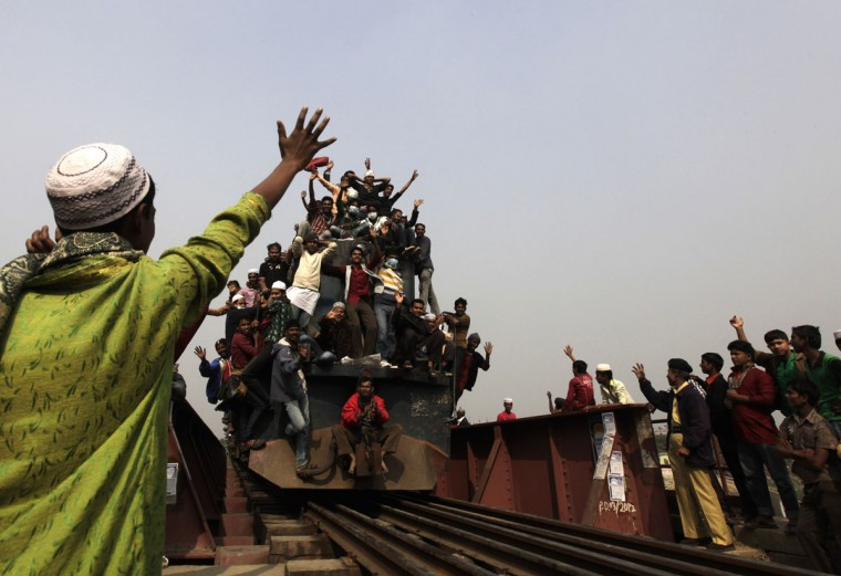 An overcrowded train carrying Muslims crosses a bridge after the final prayer ceremony of Bishwa Ijtema in Tongi, on the outskirts of Dhaka, on January 13, 2013. (REUTERS/Andrew Biraj)