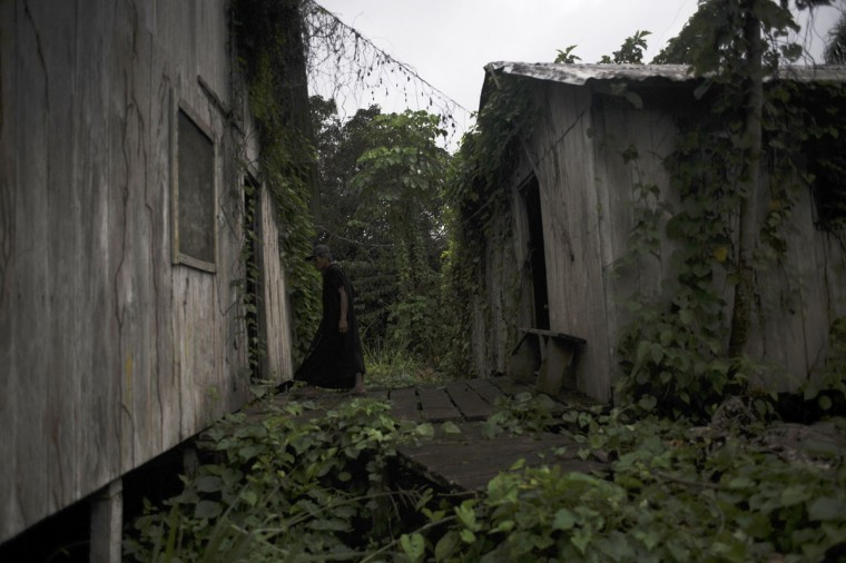Ashaninka Indian, cacique (chief) Txate, walks between buildings of the former government base called the Envira Front of Ethno-environmental Protection along the Envira river in Brazil's northwestern Acre state. (REUTERS/Lunae Parracho)