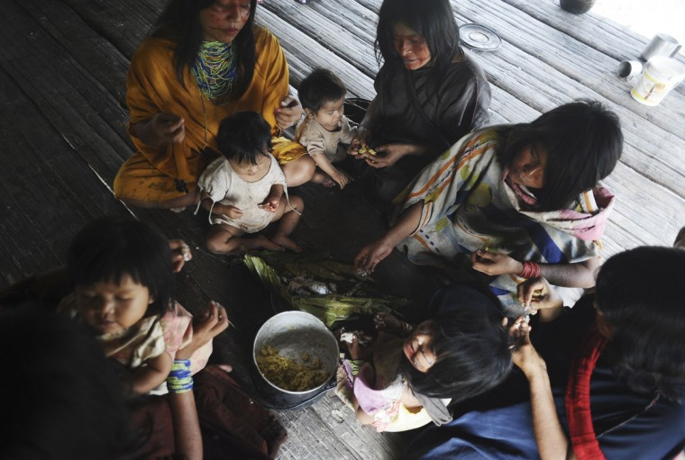 Ashaninka Indians eat a meal at their home in the village of Kokasul along the Envira river in Brazil's northwestern Acre state. (REUTERS/Lunae Parracho)