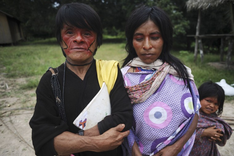 Ashaninka Indians pose for a photograph in the village of Kokasul along the Envira river in Brazil's northwestern Acre state. (REUTERS/Lunae Parracho)