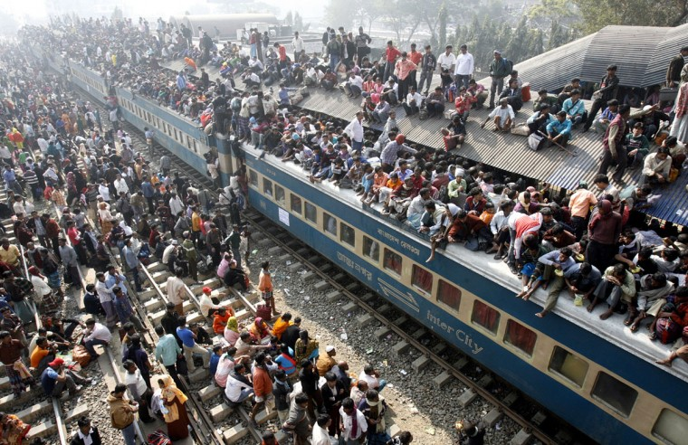An overcrowded train leaves Dhaka's Airport rail station ahead of the Muslim festival Eid-al-Adha on December 20, 2007. (REUTERS/Rafiqur Rahman)