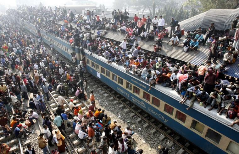 An overcrowded train leaves Dhaka's Airport rail station ahead of the Muslim festival Eid-al-Adha on December 20, 2007. (REUTERS/Rafiqur Rahman)