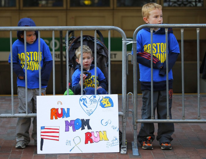 Spectators watch the Boston Athletic Association's 5K race in Boston, Massachusetts April 19, 2014. The 118th running of the Boston Marathon will be held April 21. (REUTERS/Brian Snyder)