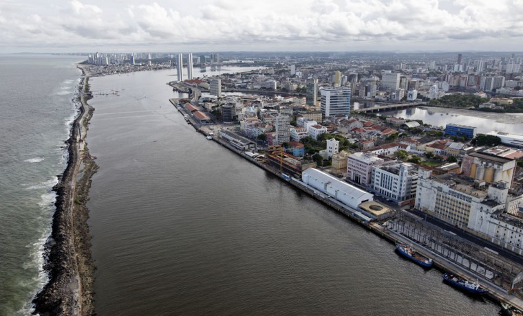 An aerial view of the city of Recife, northeastern Brazil, April 6, 2014. Recife is one of the host cities for the 2014 World Cup in Brazil. (REUTERS/Paulo Whitaker)