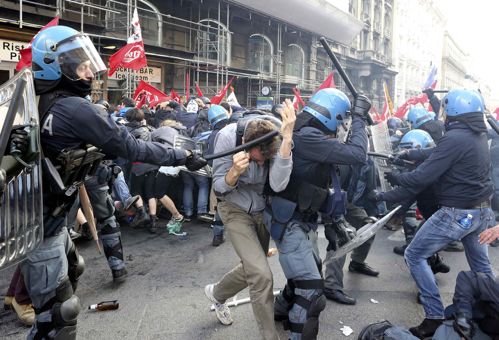 Police and demonstrators clash during austerity protests in Rome. (Alessandro Bianchi/Reuters)