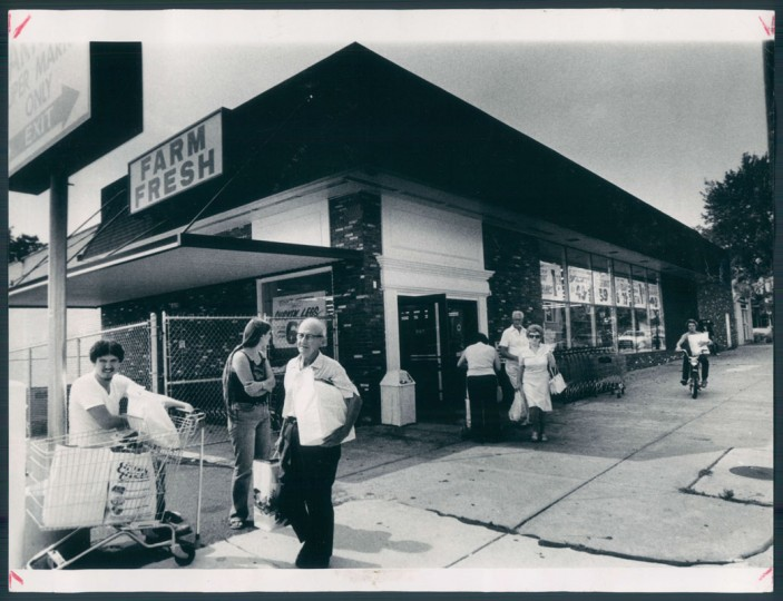 "A ""new"" grocer was brought in to the neighborhood in Sept. 1983. (Irving Phillips/Baltimore Sun file)"