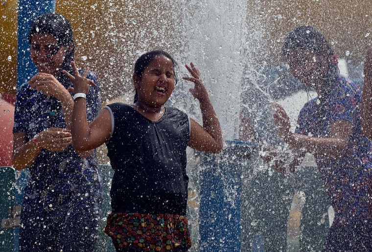 TOPSHOTS-INDIA-WEATHER-HEAT