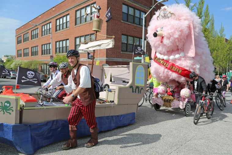 The annual Kinetic Sculpture Race kicked off this year starting at the American Visionary Art Museum and wound its way through Federal Hill, the Inner Harbor, Canton and Patterson Park. Fifi the poodle wasn't too far behind the pirate ship as the cyclists made their way up the steep slope to Federal Hill Park. (Kaitlin Newman/Baltimore Sun)