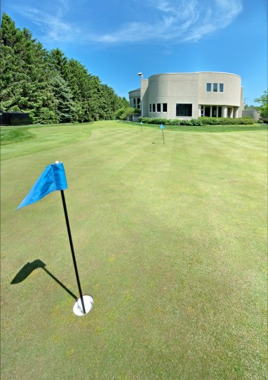 The putting green located on the property of Michael Jordan's home in Chicago. (JS Eckert Photography)