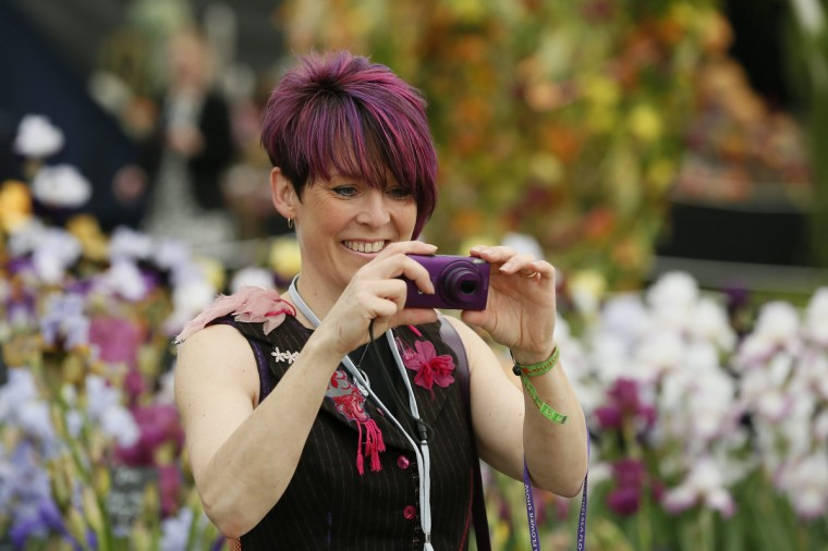 A woman takes a photograph during media day at the Chelsea Flower Show in London May 19, 2014. (Stefan Wermuth/Reuters)
