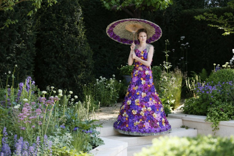 A model wearing a dress made of 1000 Orchida Vanda petals, designed by Judith Blacklock, poses for photographers in the M & A Garden during media day at the Chelsea Flower Show in London May 19, 2014. (Stefan Wermuth/Reuters)