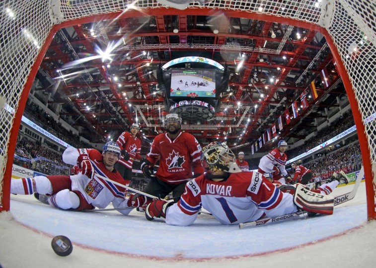 Goaltender Jakub Kovar of the Czech Republic (R) reacts after a goal of Canada during their men's ice hockey World Championship group A game against Canada at Chizhovka Arena in Minsk May 12, 2014. (Vasily Fedosenko/Reuters)