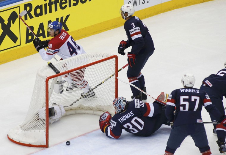 Tomas Hertl of the Czech Republic (L) celebrates his goal as goalie Tim Thomas of the U.S. (C) reacts during the second period of their men's ice hockey World Championship quarter-final game at Chizhovka Arena in Minsk May 22, 2014. REUTERS/Vasily Fedosenko