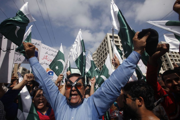 An employee of Pakistan's biggest television station Geo TV chants slogans against the Pakistan Electronic Media Regulatory Authority after the station's license was suspended, in Karachi May 22, 2014. Pakistan's Geo TV said it was ramping up security on Tuesday after it became the object of dozens of blasphemy accusations for playing a song during an interview with an actress. REUTERS/Athar Hussain