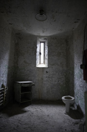 Window light illuminates the remains of a cell in block 14 of Eastern State Penitentiary in Philadelphia. (REUTERS/Mark Makela)
