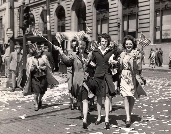 Baltimore V E Day Scenes in Sun Square. File photo dated 05/13/1945. (Baltimore Sun)