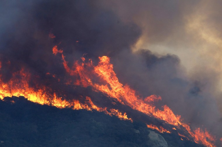 A wildfire burns out of control in the Deer Springs area east of Fallbrook, Calif., on Wednesday, May 14, 2014. (Allen J. Schaben/Los Angeles Times/MCT)