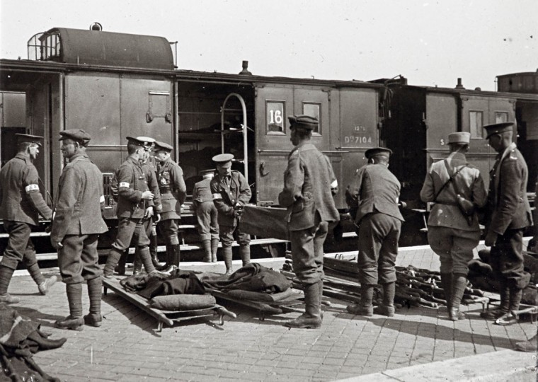 An undated archive picture shows injured soldiers arriving at a hospital before being evacuated on the Champagne front, eastern France. A Viscount in the Armoured Cavalry Branch of the French Army left behind a collection of hundreds of glass plates taken during World War One (WWI) that have never before been published. The images, by an unknown photographer, show the daily life of soldiers in the trenches, destruction of towns and military leaders. The year 2014 marks the 100th anniversary of the start of WWI. (REUTERS/Collection Odette Carrez)