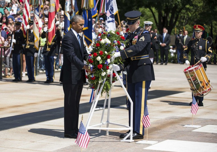 U.S. President Barack Obama places a wreath at the Tomb of the Unkowns at Arlington National Cemetery on Memorial Day in Virginia May 26, 2014. REUTERS/Joshua Roberts