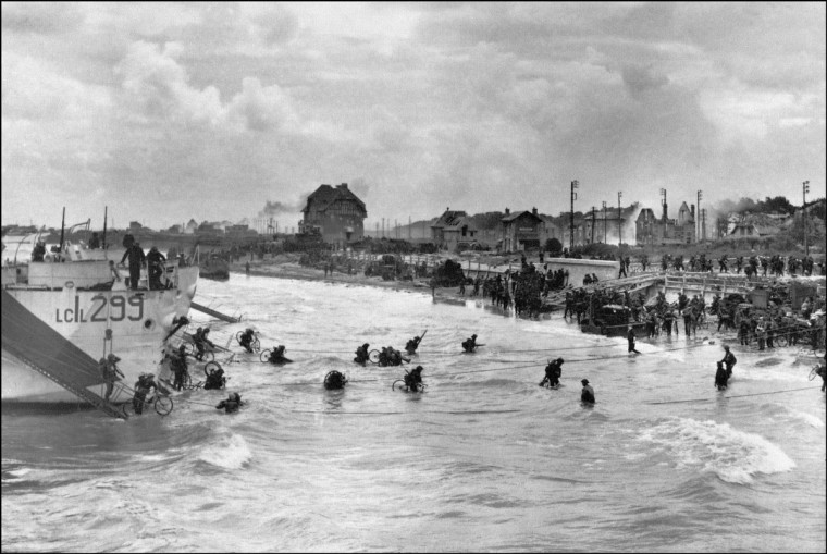 Canadian soldiers from the 9th Brigade land on June 6, 1944 with their bicycles at Juno Beach in Bernieres-sur-Mer during D-Day while Allied forces are storming the Normandy beaches. (AFP/Getty Images)