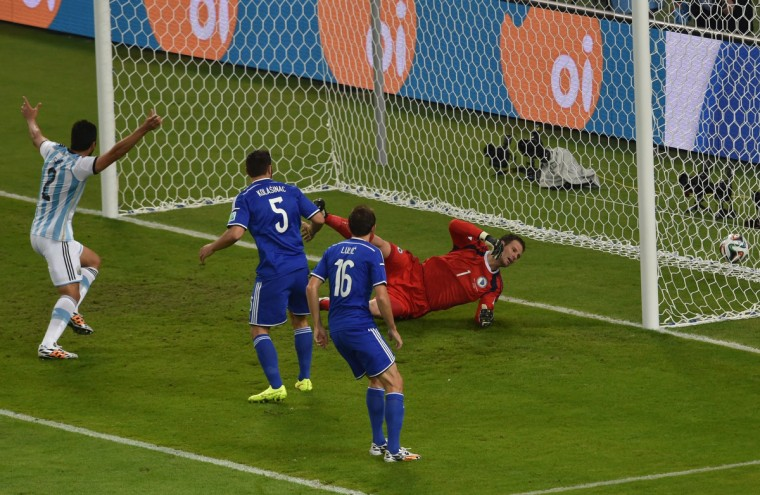 Bosnia-Hercegovina's goalkeeper Asmir Begovic (R) fails to stop a goal during a Group F football match between Argentina and Bosnia-Hercegovina at the Maracana Stadium in Rio De Janeiro during the 2014 FIFA World Cup on June 15, 2014. (Yasuyoshi Chiba/Getty Images)