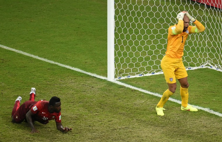 US goalkeeper Tim Howard (R) reacts after Portugal's forward Silvestre Varela (L) scored during a Group G football match between USA and Portugal at the Amazonia Arena in Manaus during the 2014 FIFA World Cup on June 22, 2014. (Fabrice Coffrini/Getty Images)