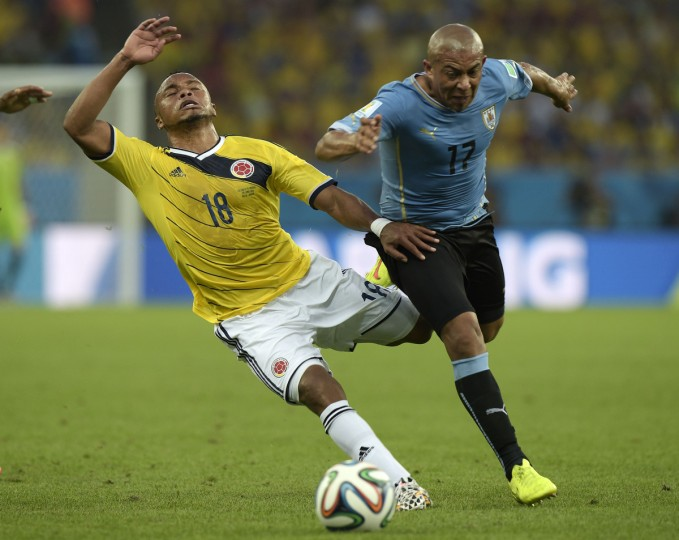 Colombia's defender Camilo Zuniga (L) and Uruguay's midfielder Egidio Arevalo Rios vie for the ball during the Round of 16 football match between Colombia and Uruguay at the Maracana Stadium in Rio de Janeiro during the 2014 FIFA World Cup on June 28, 2014. (Daniel Garcia/Getty Images)