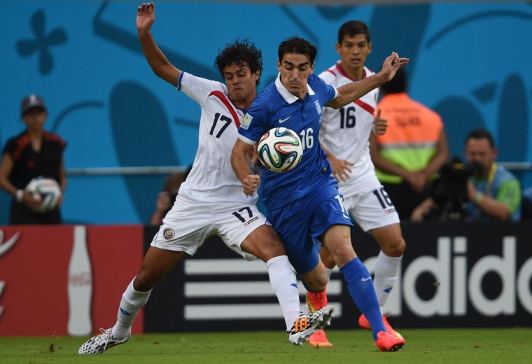 Costa Rica's midfielder Yeltsin Tejeda and Costa Rica's defender Cristian Gamboa (R) vie with Greece's midfielder Lazaros Christodoulopoulos during a Round of 16 football match between Costa Rica and Greece at Pernambuco Arena in Recife during the 2014 FIFA World Cup on June 29, 2014. (Pedro Ugarte/Getty Images)