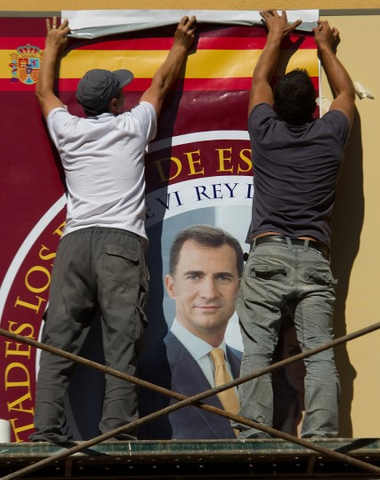 Workers fix a photograph of Prince Felipe to the facade of a souvenir shop near the Royal Palace on June 17, 2014 in Madrid, Spain. Prince Felipe will be crowned Felipe VI of Spain on June 19th after his father King Juan Carlos abdicated on June 2 (Getty Images/Denis Doyle)