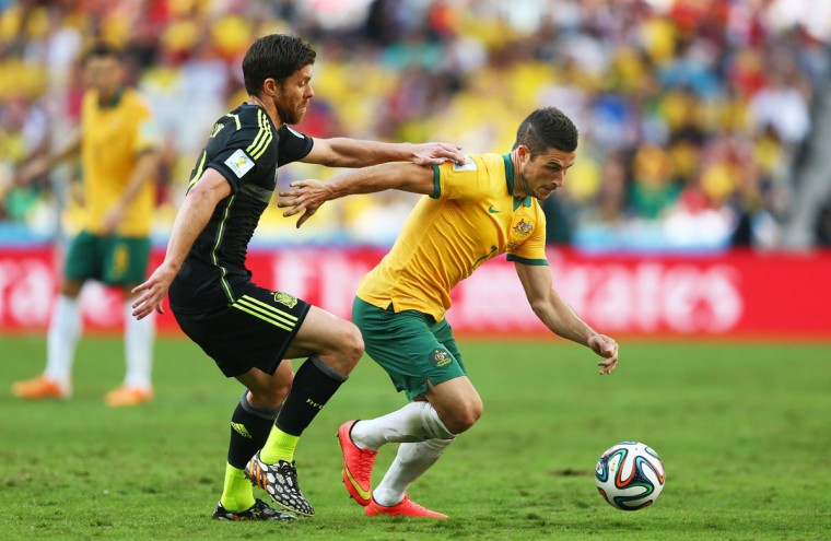 Mathew Leckie of Australia controls the ball against Xabi Alonso of Spain during the 2014 FIFA World Cup Brazil Group B match between Australia and Spain at Arena da Baixada on June 23, 2014 in Curitiba, Brazil. (Photo by Jeff Gross/Getty Images)