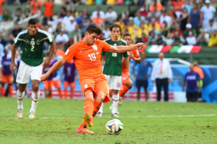 Klaas-Jan Huntelaar of the Netherlands shoots and scores his team's second goal on a penalty kick in stoppage time during the 2014 FIFA World Cup Brazil Round of 16 match between Netherlands and Mexico at Castelao on June 29, 2014 in Fortaleza, Brazil. (Laurence Griffiths/Getty Images)