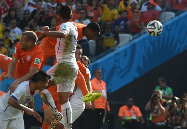 Netherlands' midfielder Leroy Fer (right) heads the ball to score during the Group B football match between Netherlands and Chile at the Corinthians Arena in Sao Paulo during the 2014 FIFA World Cup on June 23, 2014. (CHRISTOPHE SIMON/AFP/Getty Images)