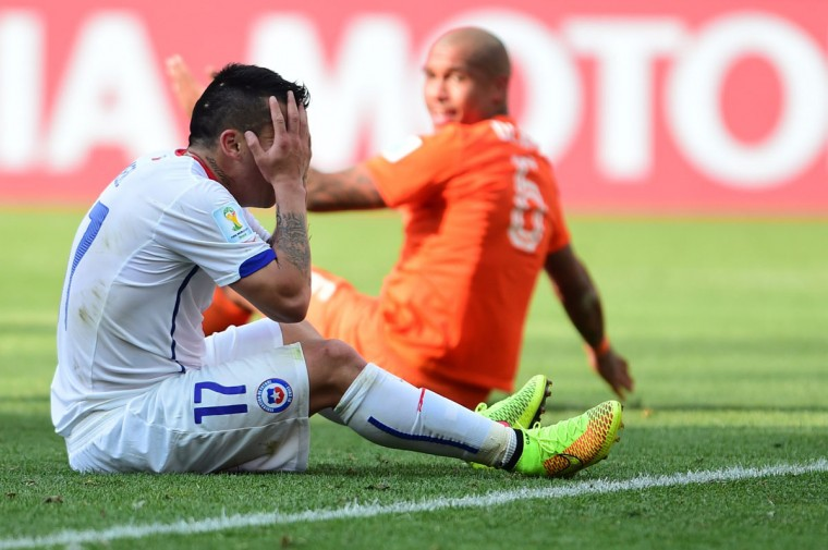 Chile defender Gary Medel (left) and Netherlands midfielder Nigel de Jong react during a Group B football match between Netherlands and Chile at the Corinthians Arena in Sao Paulo during the 2014 FIFA World Cup on June 23, 2014. Netherlands won 2-0. (MARTIN BERNETTI/AFP/Getty Images)