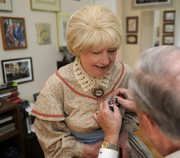 Jeannie Walden gets a Civil War patriotic rosette pinned onto her dress by her husband Alan Walden, right. (Barbara Haddock Taylor/Baltimore Sun)