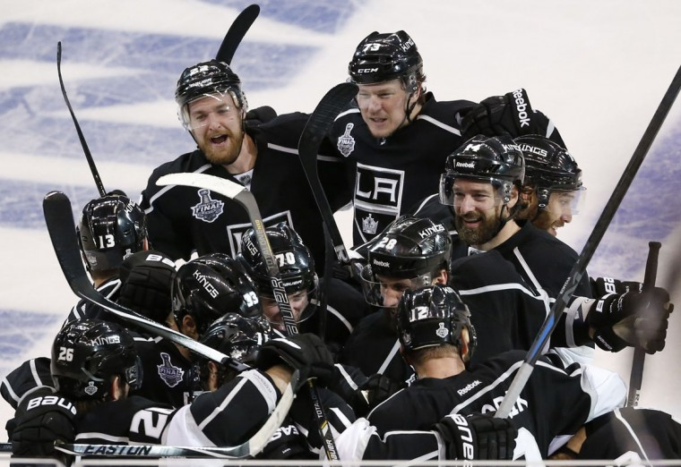 Los Angeles Kings celebrates after defeating the New York Rangers in the second overtime period in Game 2 of their NHL Stanley Cup Finals hockey series in Los Angeles, California, June 7, 2014. (Lucy Nicholson/Reuters)