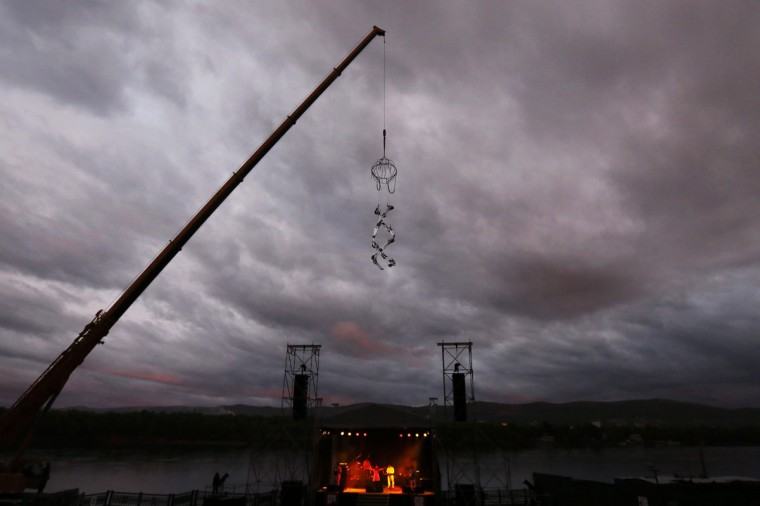 "Members of Spanish-Argentinian ""Grupo Puja"" troupe perform during the opening of the ""Theatrical Syndrome"" festival on a quay of the Yenisei River in the Russia's Siberian city of Krasnoyarsk June 7, 2014. The troupe has performed their choreographed acrobatics at heights of over 30 meters (100 feet) in more than 20 countries. (Ilya Naymushin/Reuters)"