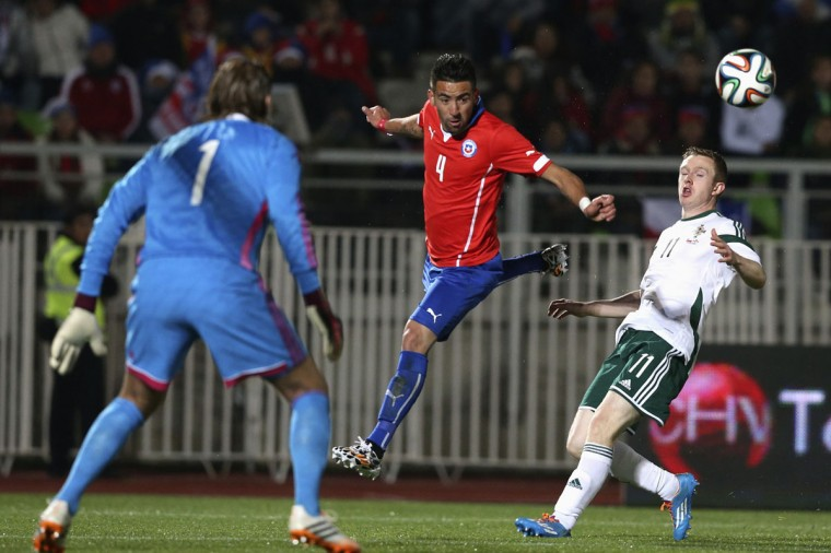Chile's Mauricio Isla (C) fights for the ball with Northern Ireland's goalkeeper Roy Carroll and player Shane Ferguson during their international friendly soccer match at Elias Figueroa stadium in Valparaiso June 4, 2014. (Edgard Garrido/Reuters)
