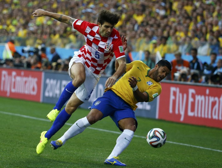 Croatia's Vedran Corluka challenges Brazil's Hulk for the ball during their 2014 World Cup opening match at the Corinthians arena in Sao Paulo June 12, 2014. (Damir Sagolj/Reuters)