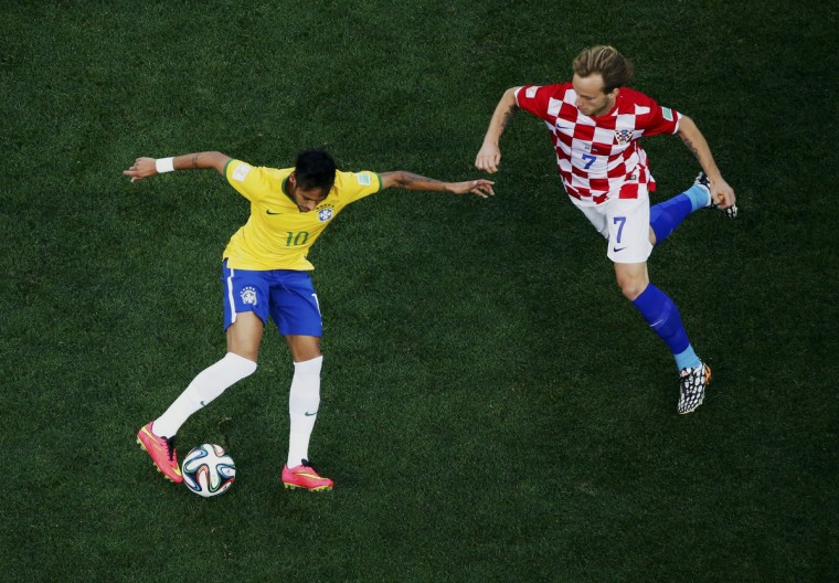 Brazil's Neymar (L) fights for the ball with Croatia's Ivan Rakitic during their 2014 World Cup opening match at the Corinthians arena in Sao Paulo June 12, 2014. (Fabrizio Bensch/Reuters)