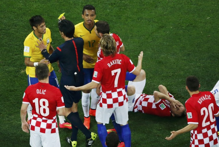 Brazil's Neymar (L) receives a yellow card after fouling Croatia's Luka Modric (2nd R) during their 2014 World Cup opening match at the Corinthians arena in Sao Paulo June 12, 2014. (Fabrizio Bensch/Reuters)